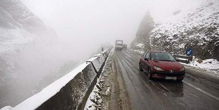 بارش برف در محور هراز، روز های خلوت برای محور های شرقی تهران