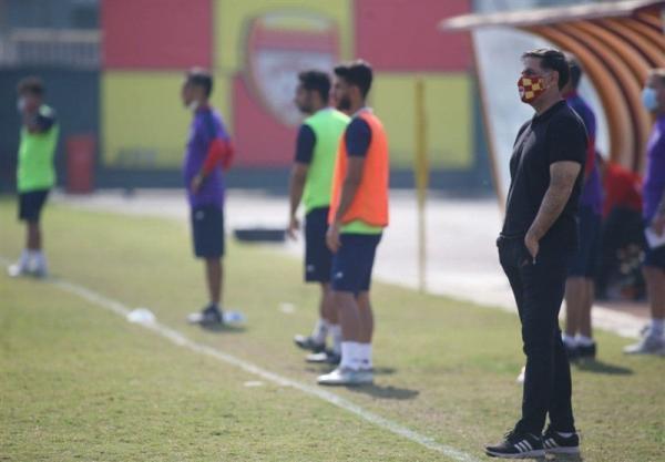آذری: بازیکنان فولاد با انتقاد از وزیر ورزش شأن خود را پایین آوردند، کسی برای بازنده دست نمی زند